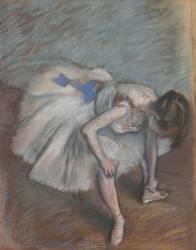 Danseuse nouant sa pantoufle (Edgar Degas) - Muzeo.com