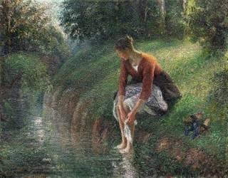 Femme baignant ses pieds dans un ruisseau (Camille Pissarro) - Muzeo.com