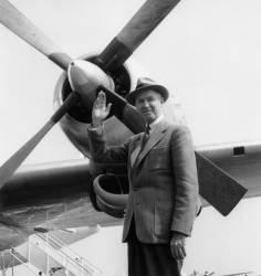 Arrivée de James Stewart à Orly (Rue des Archives) - Muzeo.com