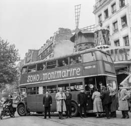 Autobus anglais (Rue des Archives) - Muzeo.com