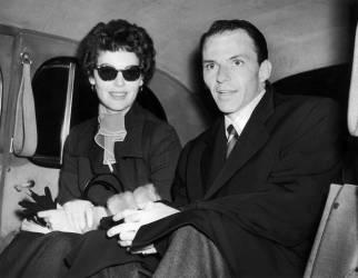 Ava Gardner et Franck Sinatra dans leur voiture (Keystone) - Muzeo.com