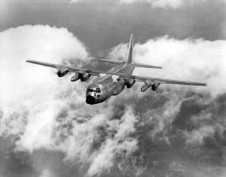 Avion Lockheed C-130-E Hercules de l'US Airforce (Rue des Archives) - Muzeo.com