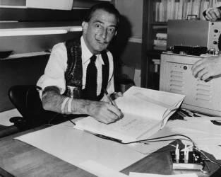 DECEMBER 10TH 1962, PARIS, SALVADOR DALI SIGNING HIS BOOK DALI DE GALA (Keystone) - Muzeo.com