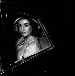 ELISABETH TAYLOR DANS LES ANNEES 1950 (REPORTERS ASSOCIES) - Muzeo.com