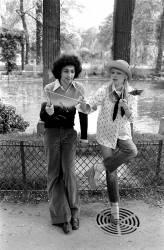France Gall et Michel Berger avec un diabolo (Picot) - Muzeo.com