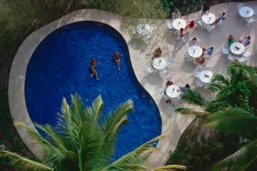 Hotel Camino Real (Slim Aarons) - Muzeo.com