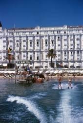 Hotel Sports (Aarons Slim) - Muzeo.com