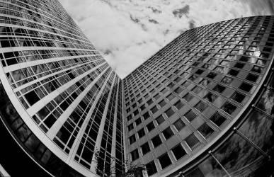 Immeuble à Montparnasse - Paris- 1975 (Gérald Bloncourt) - Muzeo.com