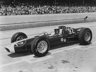 Jim Clark sur la course d'Indianapolis des 500 Miles, 1963 (anonyme) - Muzeo.com