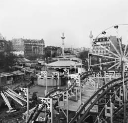 LA FOIRE DU TRONE A PARIS EN 1955 (Keystone) - Muzeo.com