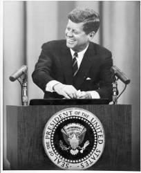 Le président John F. Kennedy en août 1962 (anonyme) - Muzeo.com