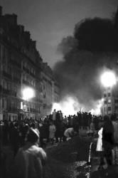 Mai 1968 - rue Gay Lussac à Paris - 10 et 11 mai 1968 (Gérald Bloncourt) - Muzeo.com