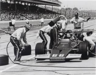 Mark Donohue, sur la course d'Indianapolis de 500 miles, 1972 (Umberto anonyme) - Muzeo.com
