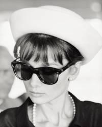 Portrait de l'actrice anglaise Audrey Hepburn. Paris, Juillet 1962. (Pierluigi) - Muzeo.com