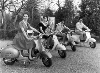 Présentation de Scooters Vespa, 1962 (Keystone) - Muzeo.com