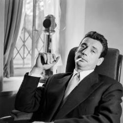 Yves Montand, acteur et chanteur français. (Gaston Paris) - Muzeo.com