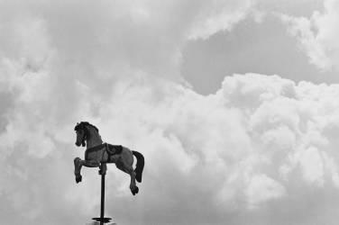 1996, Paris, jardins des Tuileries, carrousel (Elise Hardy) - Muzeo.com