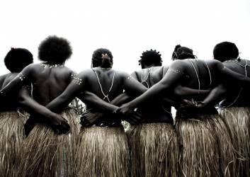 Danse traditionnelle, Pororan Island, Bougainville, Papouasie Nouvelle-Guinée (Eric Lafforgue) - Muzeo.com
