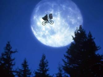 E. T. l'extra-terrestre de 1982 réalisé par Steven Spielberg (Anonyme) - Muzeo.com
