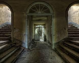 Entrée d'un château abandonné (Bautzen, Allemagne) (Starflinger Andy) - Muzeo.com