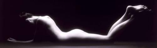 Femme nue en noir et blanc (Rick Gayle) - Muzeo.com