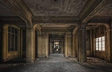 Hall d'entrée dans un immeuble de bureaux abandonnés (Thionville, FRANCE) (Andy Starflinger) - Muzeo.com