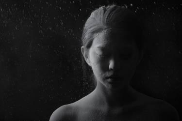 Jeune femme couverte de poudre (Arman Zhenikeyev) - Muzeo.com