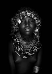 Jeune fille Dassanech, Omo Valley, Ethiopie (Eric Lafforgue) - Muzeo.com