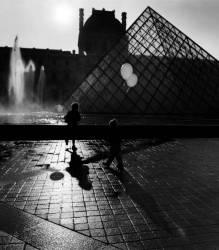 La pyramide du Louvre, Paris (Elise Hardy) - Muzeo.com