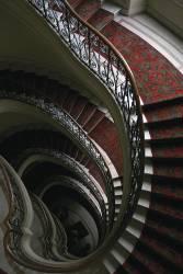 L'escalier rouge (Christophe Audebert) - Muzeo.com