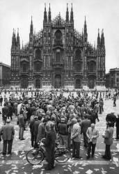Manifestation du 'MSI' devant le Dôme de Milan (Hervé Gloaguen) - Muzeo.com