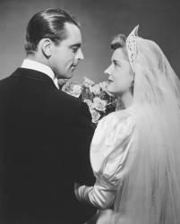 Mariés se regardant dans les yeux (George Marks) - Muzeo.com