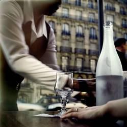 Paris. A une terrasse de café. (Jérome Siran) - Muzeo.com