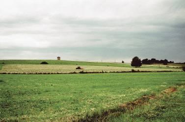 Plaine, tracteur, maisonnette. (Siran Jerome) - Muzeo.com