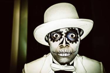 Portrait d'homme le jour des morts (Mlenny Photography) - Muzeo.com