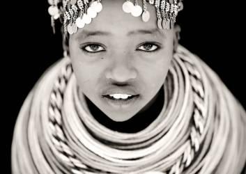 Rendille girl, Kenya (Eric Lafforgue) - Muzeo.com