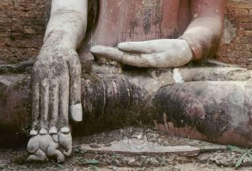 Statue de Bouddha avec main posée sur un petit éléphant blanc, Lac Sagar, Myanmar (François le Diascorn) - Muzeo.com