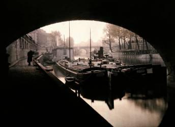 Vue de l'Ile de la Cité prise sous un pont, Paris, 1923 (Jules Gervais-Courtellemont) - Muzeo.com