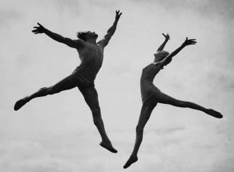 Août 1938, Londres : danseurs acrobatiques s'entraînant (Keystone) - Muzeo.com