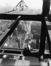 Assis sur une poutre, The Empire State Building (Lewis Wickes Hine) - Muzeo.com
