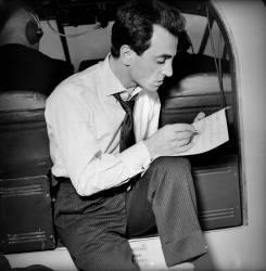 Charles Aznavour (Roger V.) - Muzeo.com