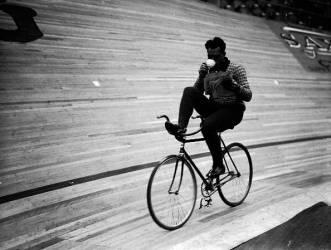 CYCLING MARATHON (Derek Berwin) - Muzeo.com