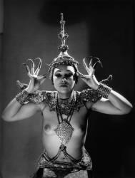 Danseuse nue Ishvani (Man Ray (dit), Radnitzky...) - Muzeo.com