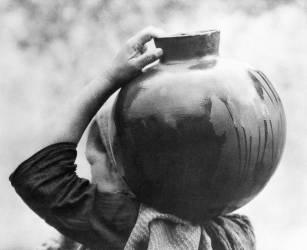 Femme avec une casserole, Mexico (Tina Modotti) - Muzeo.com