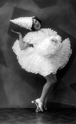 Femme sur des patins à roulettes (Anonyme) - Muzeo.com