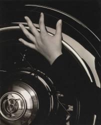 Georgia O'Keeffe — Mains et volant (Alfred Stieglitz) - Muzeo.com