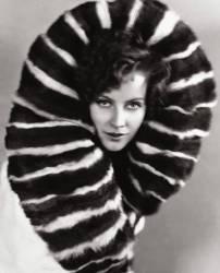 Greta Garbo (un boa en plumes autour du cou) Actress (1905-1990) (Umberto anonyme) - Muzeo.com