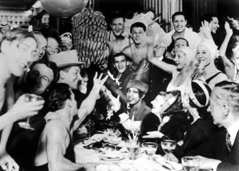 JOSEPHINE BAKER CELEBRE LE SUCCES DE VENT DE FOLLE A PARIS 1931 (Keystone) - Muzeo.com