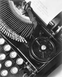 La machine à écrire de Julio Antonio Mella (Tina Modotti) - Muzeo.com