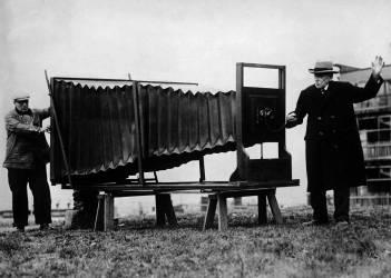 Le plus grand appareil photo du monde, 1925-1935 (Anonyme) - Muzeo.com